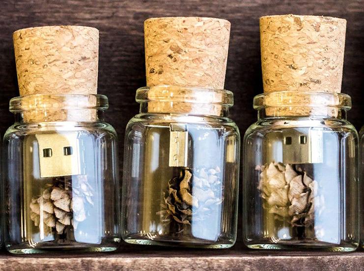 Уникальная usb-флешка в форме пробки от бутылки вина.